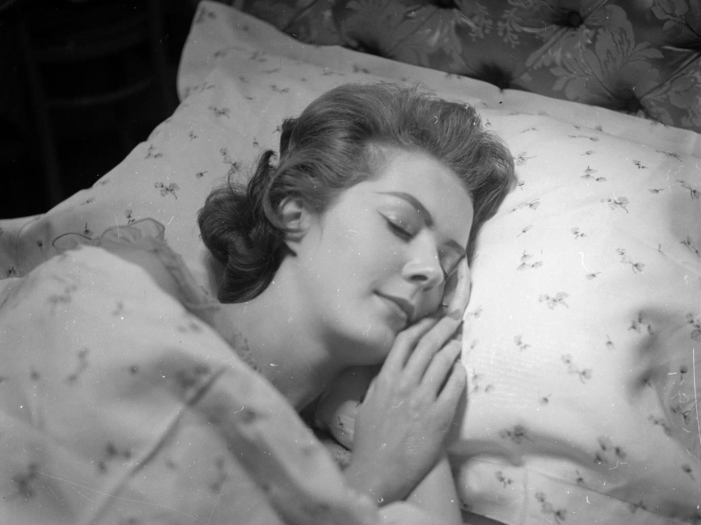 دراسة: العقل المعقد للنساء يحتاج لنوم أطول من الرجال