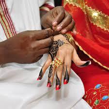 """""""الحلقة الثالثة"""".. """"رش اللبن"""" من عادات الزواج السوداني"""