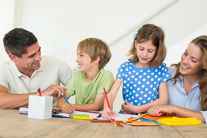 بالصور... أنماط مختلفة لتربية الوالدين لأبنائهم