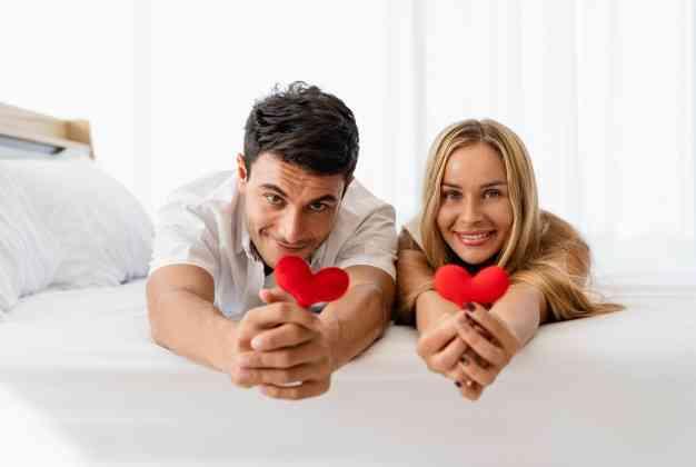 أشياء يفعلها الزوج لعلاقة حميمة أفضل في ليلة الدخلة
