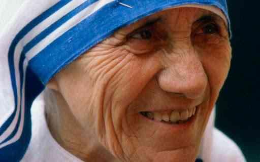 الأم تريزا رائدة العمل الخيري والتطوعي وصديقة الفقراء