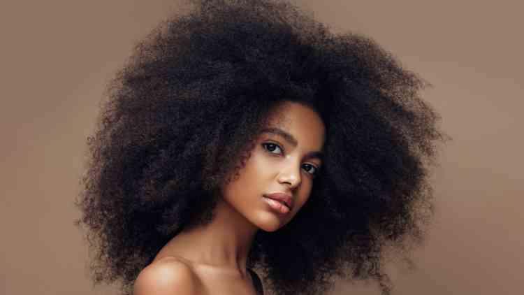 ما هي أنواع الشعر وكيف يمكنك العناية به بشكل مثالي