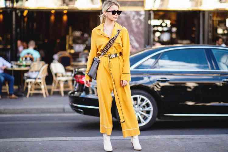 تنسيق اللون الأصفر في الملابس والألوان المناسبة له