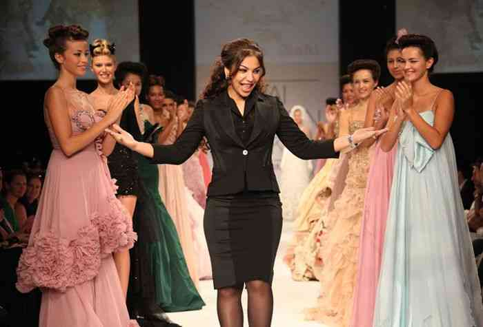 زينة زكي مصممة أزياء عراقية وصلت للعالمية بتصميماتها