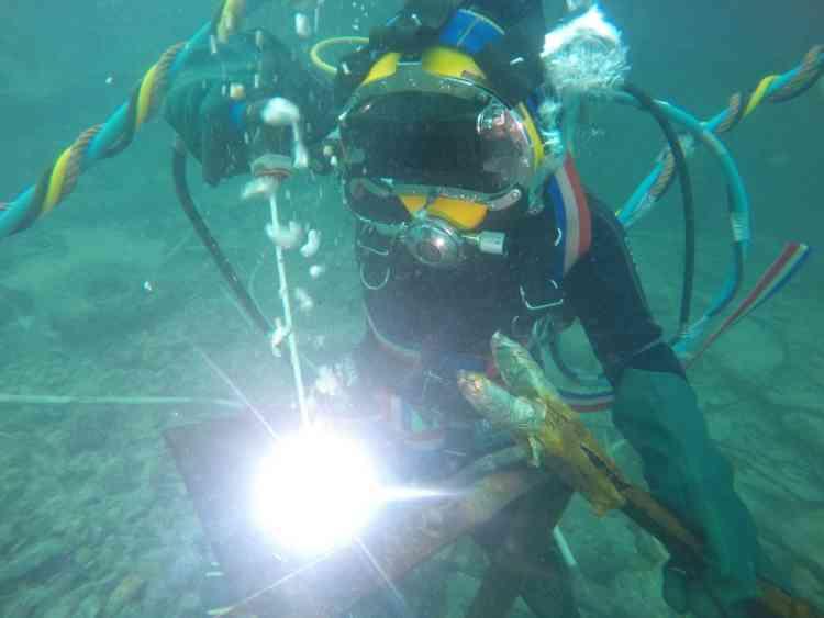سومية زيدان أول مدربة للحام تحت الماء.. تنتظر الفرصة