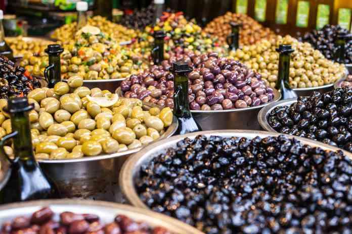 طريقة عمل الزيتون المخلل فاكهة المقبلات الشهية