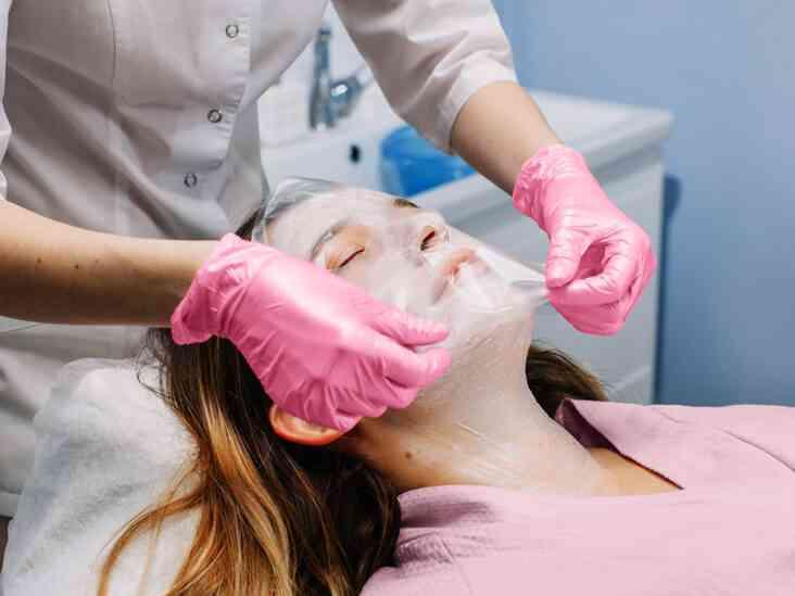 علاج حبوب الوجه بعد التقشير والحفاظ على بشرتك