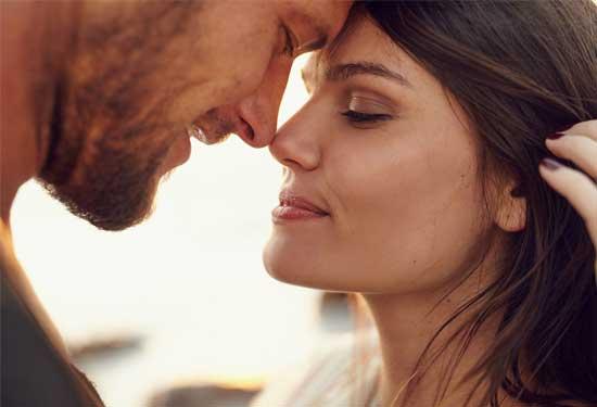 كيف تجعلين زوجك يشعر بالإثارة الجنسية في العلاقة الحميمة