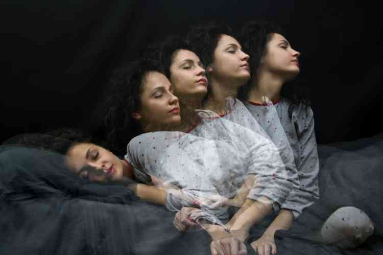 كيف يمكن التعامل مع مشكلة السير خلال النوم؟