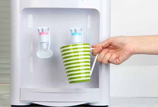 مبردات المياه التي يمكنك شراؤها لاستهلاك أفضل للماء