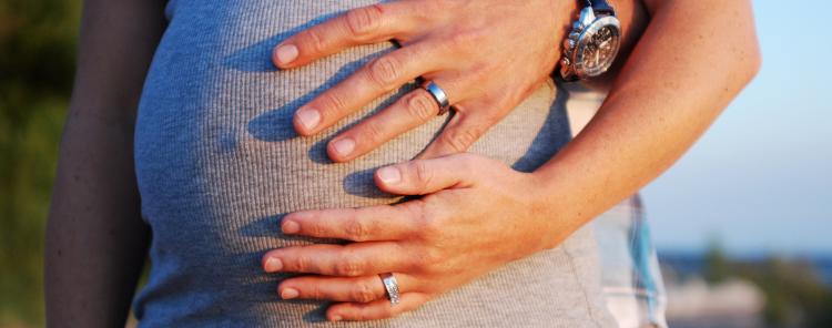 هل هناك مخاطر لممارسة العلاقة الزوجية أثناء الحمل