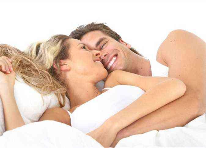 6 أوضاع تركز على مداعبة الثدي في العلاقة الحميمة