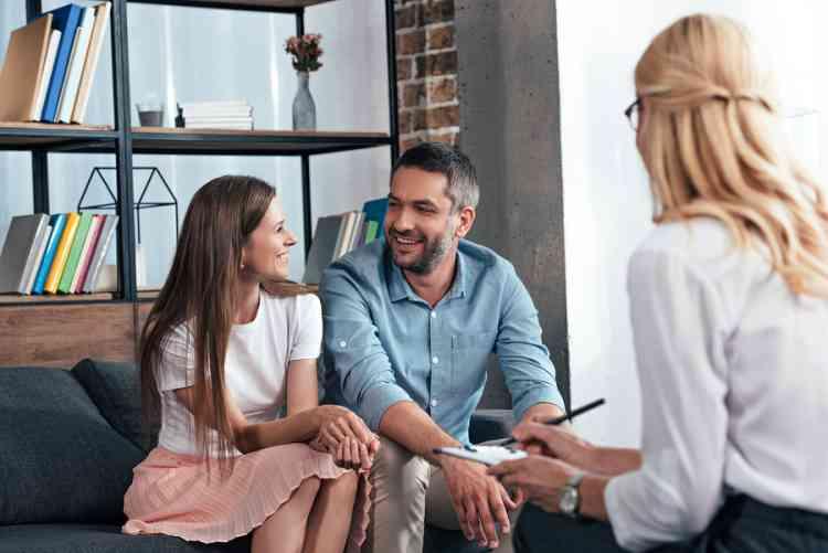 8 نصائح في العلاقات يقدمها المعالجون للأزواج دائمًا