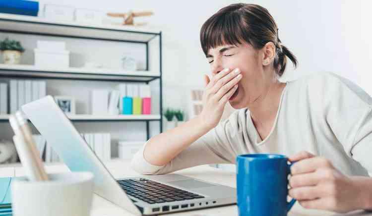 كيف تتعامل مع مشاكل النوم والتعب بعد الإجازة؟