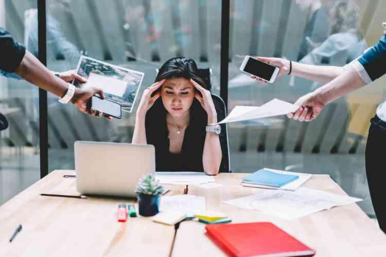 كيف تخبر مديرك أنك مرهق وتعمل أكثر من اللازم؟