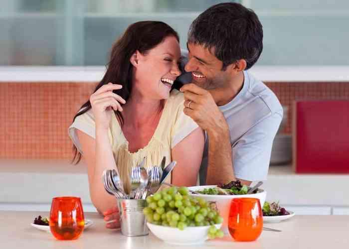 هل هناك علاقة بين العلاقة الحميمة والنظام الغذائي؟