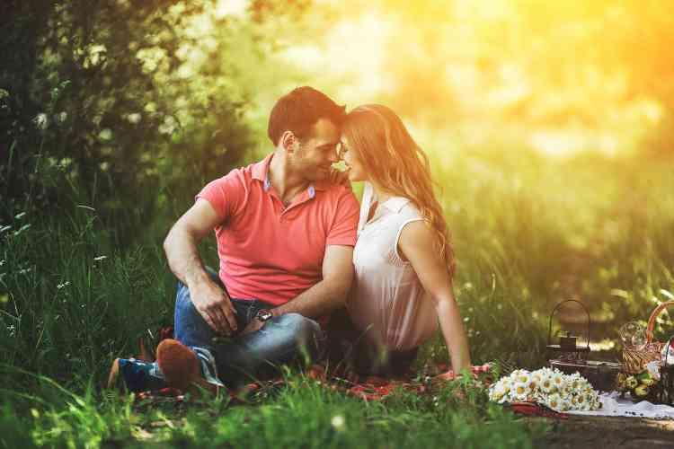 10 علامات تدل على وقوع رجل برج الميزان في الحب