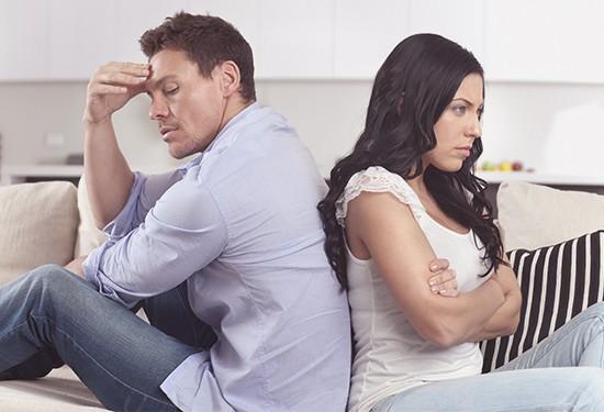 13 علامة تعني أن زوجك لا يحترمك